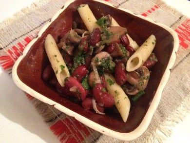 Салат из грибов с фасолью и макаронами