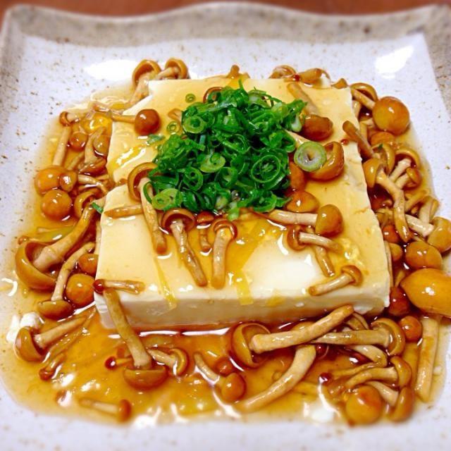 豆腐を温めて、なめこの生姜あんかけに! だし醤油に生姜が効いて、シンプルですが、とっても美味しい簡単料理です。 - 151件のもぐもぐ - なめこの生姜あんかけ豆腐  カラダに優しいです! by jazzwine