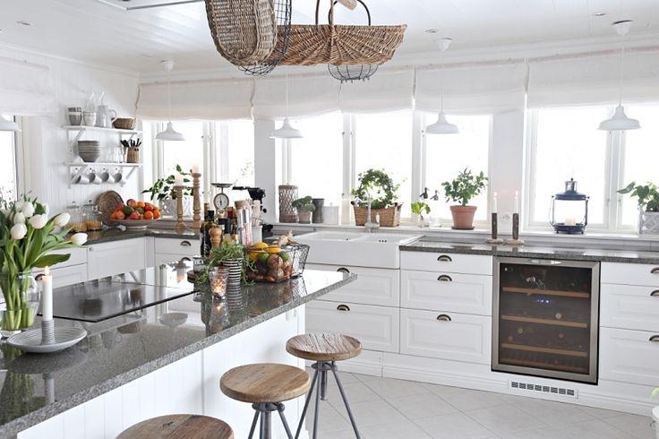 Sallys hus: Utbyggda socklar i köket