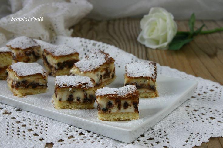 Il dolce con ricotta e cioccolato versato è una torta che si prepara in modo particolare ma semplice e si serve in monoporzione . Ecco la ricetta :