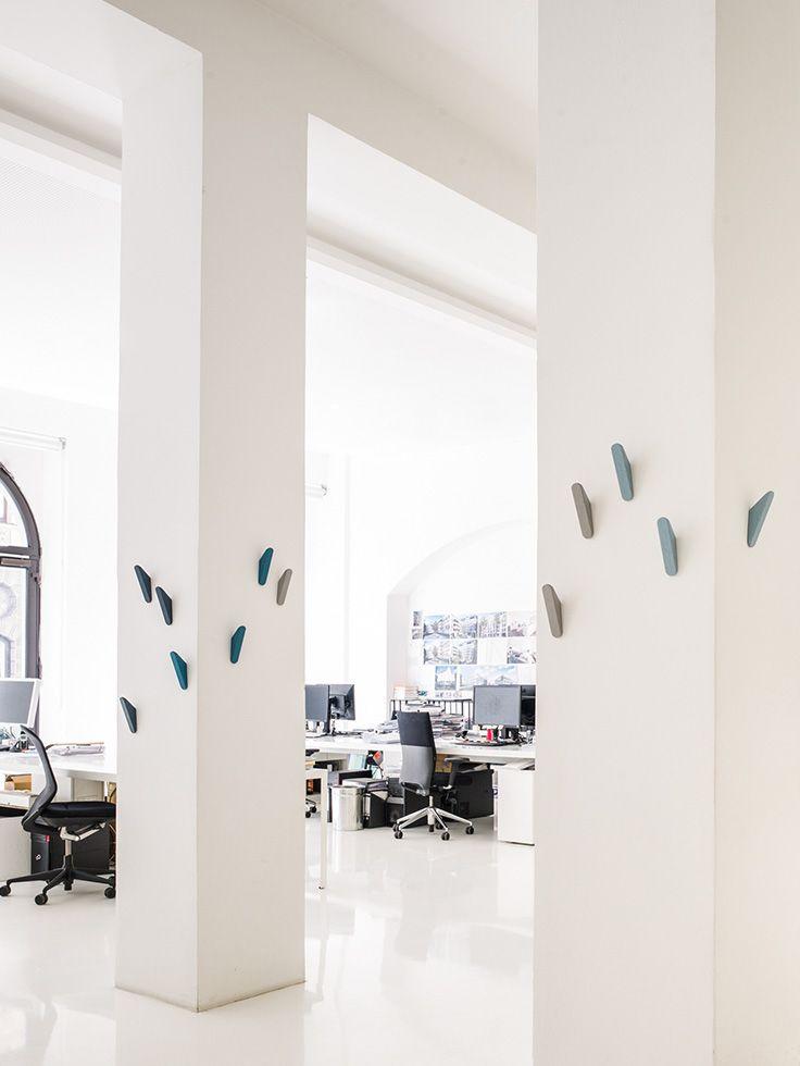 wandhaken aus massivholz design studio taschide. Black Bedroom Furniture Sets. Home Design Ideas