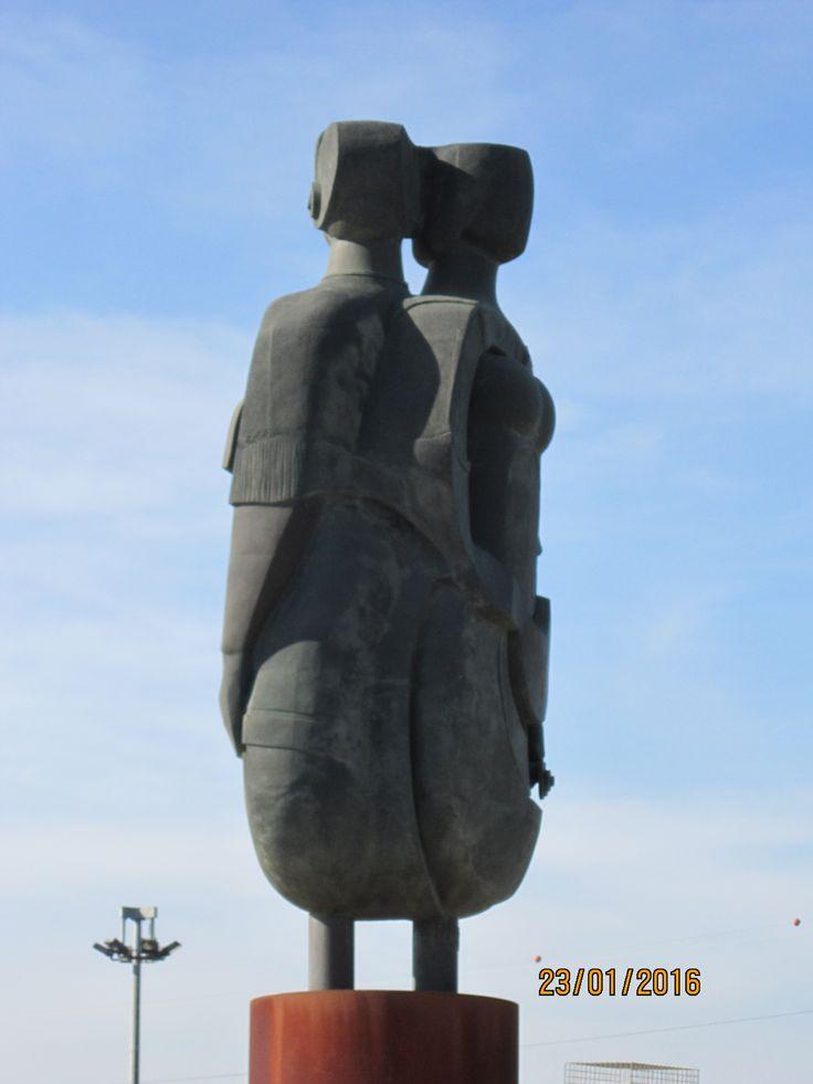 Punto de vista 1.Homenaje a la ciudad de Dos Hermanas por el escultor Salvador García, año 2005.