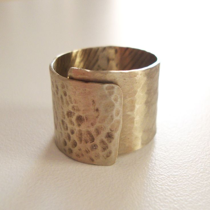 So simple... it' s a silver ring