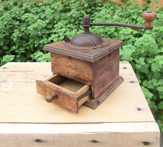 Antique late 1800s Coffee Grinder / Very old wooden coffee grinder / Rustic decor, Farmhouse, Kitchen decoration
