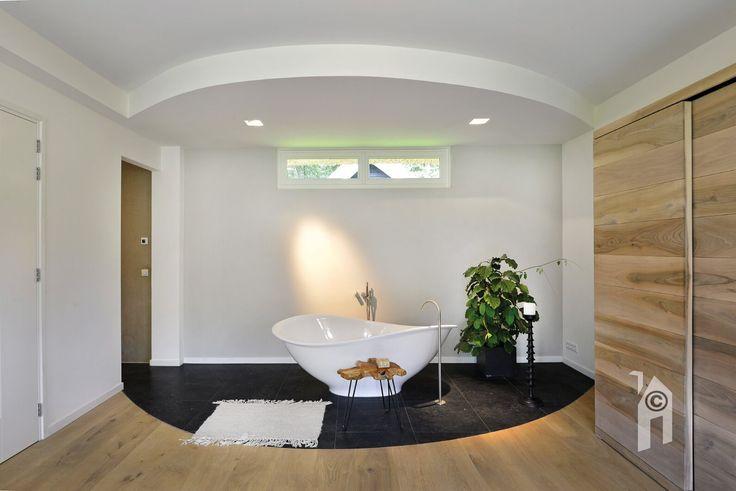 Landhuis met een schitterende badkamer op de begane grond.