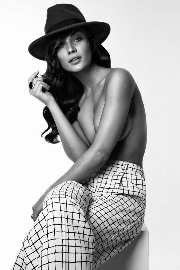 Amy-Jackson-Semi-Nude