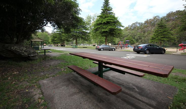 Visit Bobbin Head picnic area in Ku-ring-gai Chase National Park and enjoy a barbecue or a spot of fishing. Go canoeing or hire a paddle boat for a great daytrip from Sydney.