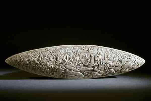 На поверхности ножа изображен ацтекский воин с орлом. Орел был символом одной из школ воинов, целью которой было служение королю.
