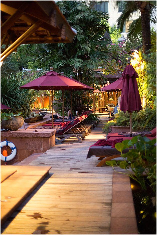 The pool The Sala with enchanting tropical garden - Sheraton Grande Sukhumvit Bangkok – SGS Bangkok - Luxury Collection Hotel - Bangkok, Thailand