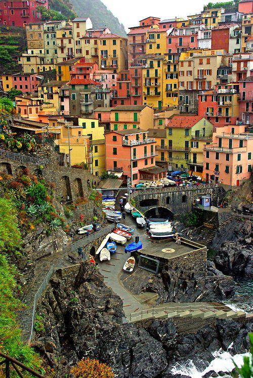 Manarola, Cinque Terre, Italy photo via carlinos