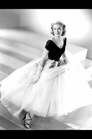 Ella si tenía estilo!! Grace Kelly ;): Gracekelly, Fashion, Style, Dresses, Grace Kelly, Windows, Rear Window, Classic, Edith Head