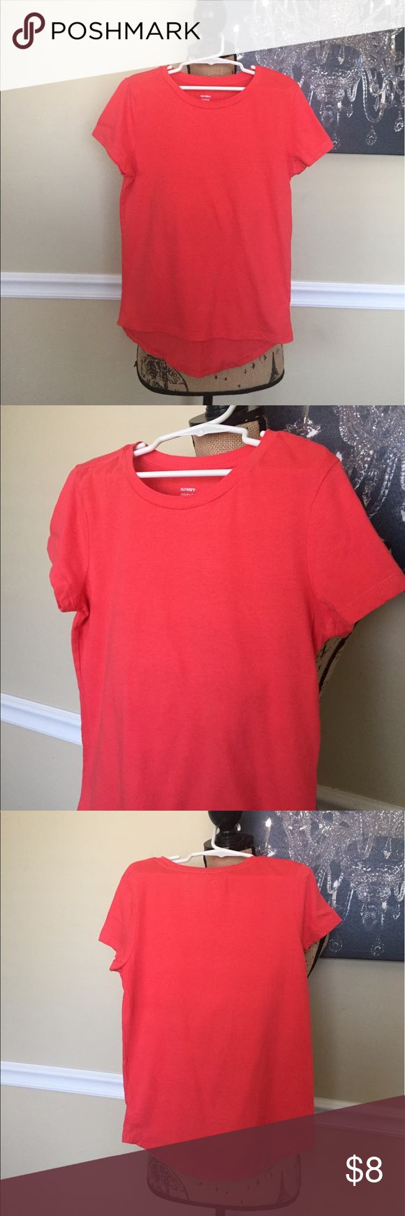 Orange Old Navy Tee This is a relaxed plain tee from Old Navy, size Medium 7/8. It has a Hi -low style & it is in excellent condition. Old Navy Shirts & Tops Tees - Short Sleeve
