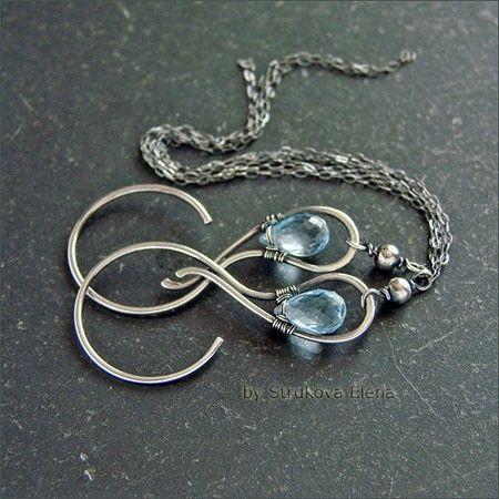 Лёгкие, изящные серебряные серьги с голубым топазом.