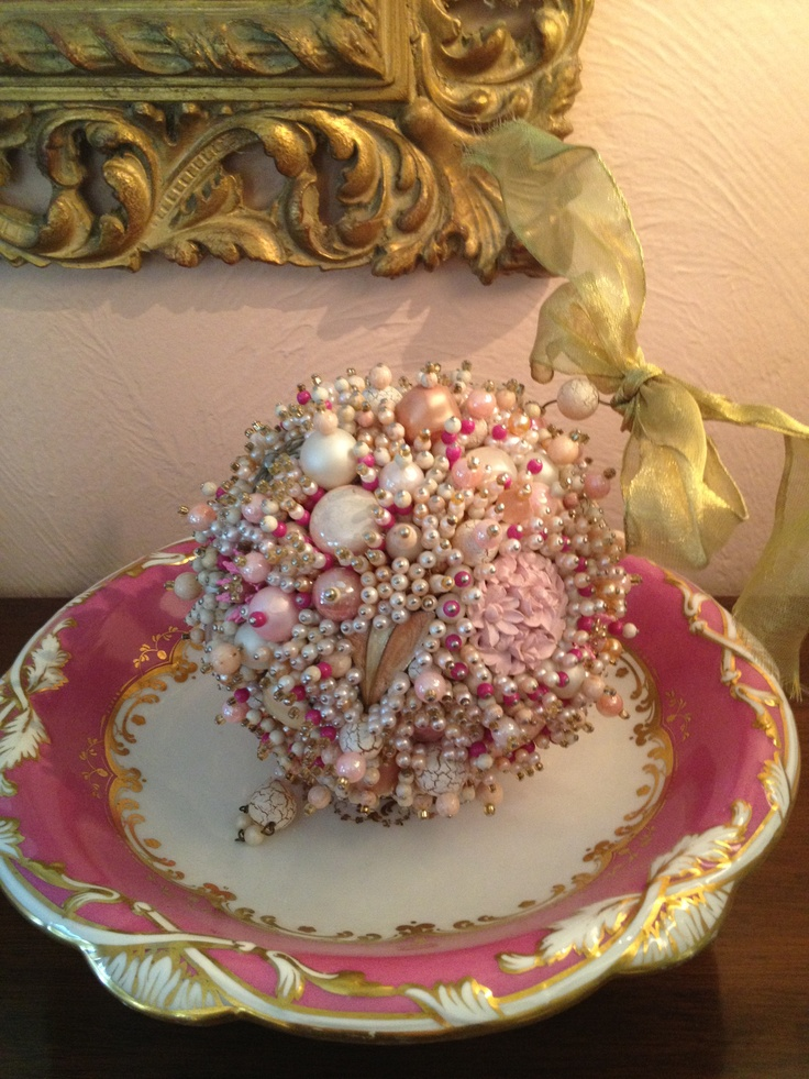 Favorite vintage jeweled ornament, beautiful! Love my sisters taste!!!