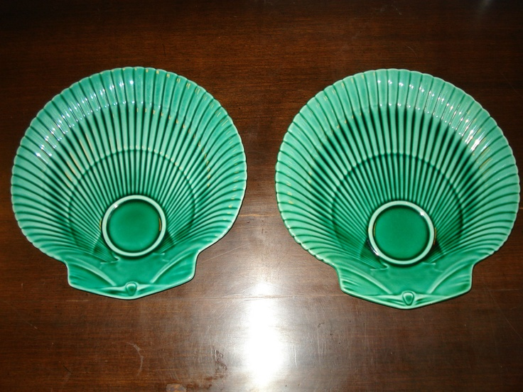 Wedgwood majolica greenware scallop shaped plates: Donna D A Mare, Pottery Majolica, China Pottery, Living Inspiration, Greenwar Scallops, Majolica Greenwar, Green Colors, Green Olives, Beautiful Things