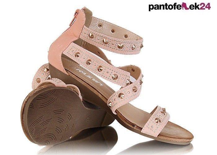 Różowe sandały z ćwiekami / Pink sandals with studs / 29,90 PLN #sandals #boots #pink #studs #sandaly #summer #lato