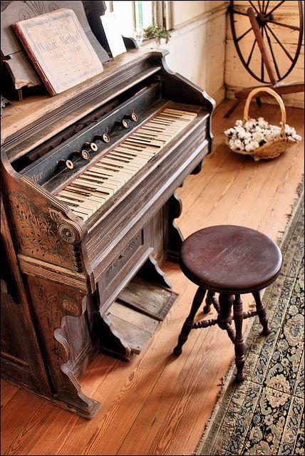 Vintage Piano ❤️
