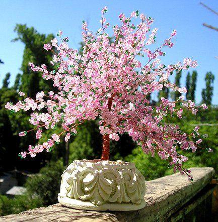 A great tutorial for a beautiful cherry blossom. http://art-ioma.weebly.com/bead-tree-beaded-sakura.html