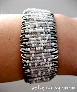 safety pin bracelet Great tutorial. My 6 year old son is making these. Easy and pretty.