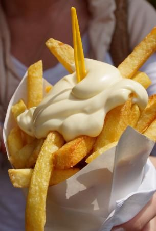 puntzak frieten.....the Belgians eat their fries with mayonnaise . I remember how delicious it tasted, they used to make it homemade!