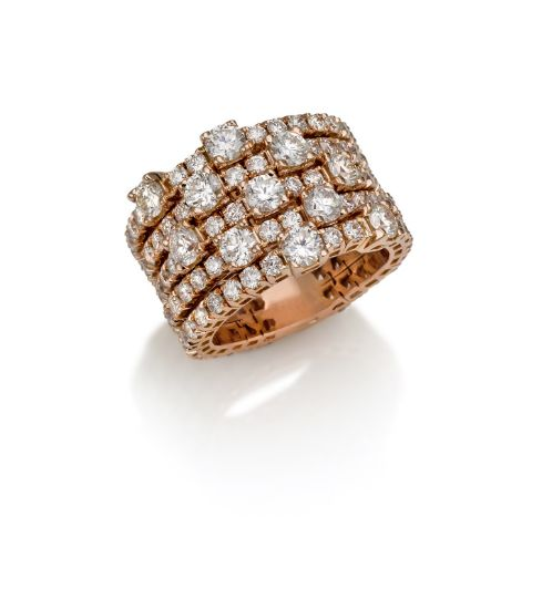 Anello in oro rosa e diamanti taglio brillante. #crieri #crierigioielli #diamanti #anellodiamanti #anello #lusso #diamonds #madeinitaly #jewels #jewelry #gioielli #jewelryinnovation #luxury #tennisdiamonds #rosegold #rose #ororosa #oro #rosa
