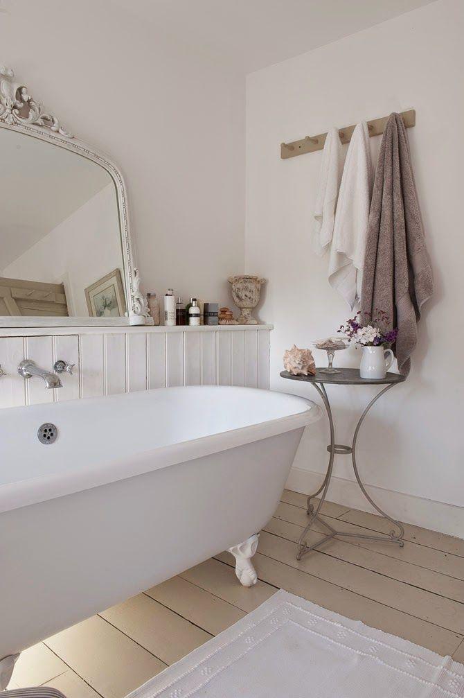 Gorgeous #shabby #white #bathroom.