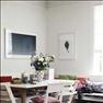 Praktiskt och fint med väggfast förvaringsbänk i ett hörn.   Bord och stol från Asplund. Barnen sitte...