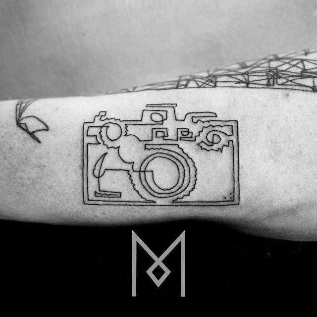 Mo Ganji's Single Line Tattoos Show Just How Beautiful Minimalist Designs Can Be