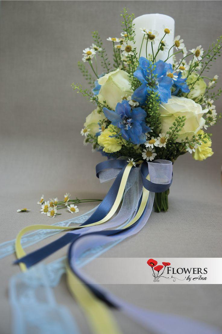 Lumanare de botez - baiat, delphinium, musetel, thlaspi, trandafiri
