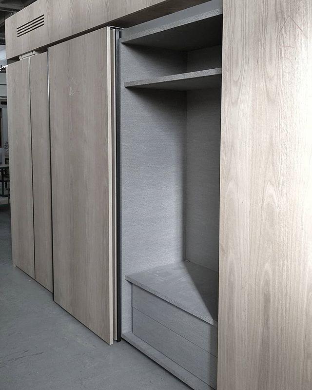 Cassettiera interna a due cassetti con appenderia superiore ...