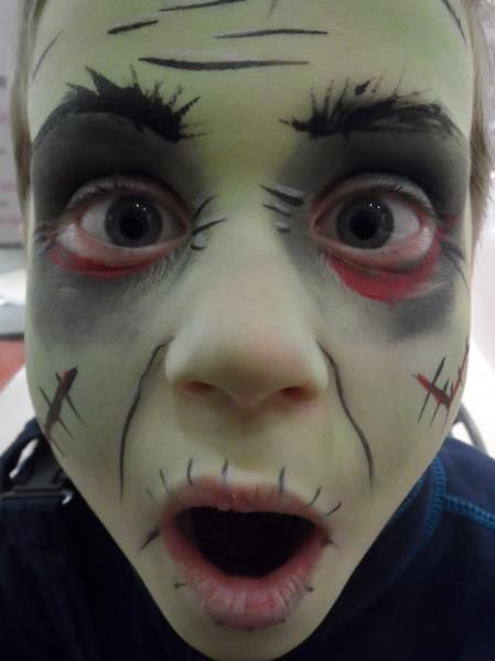FacePainting Kinderschminken Halloween Filmblut Zombie Monster