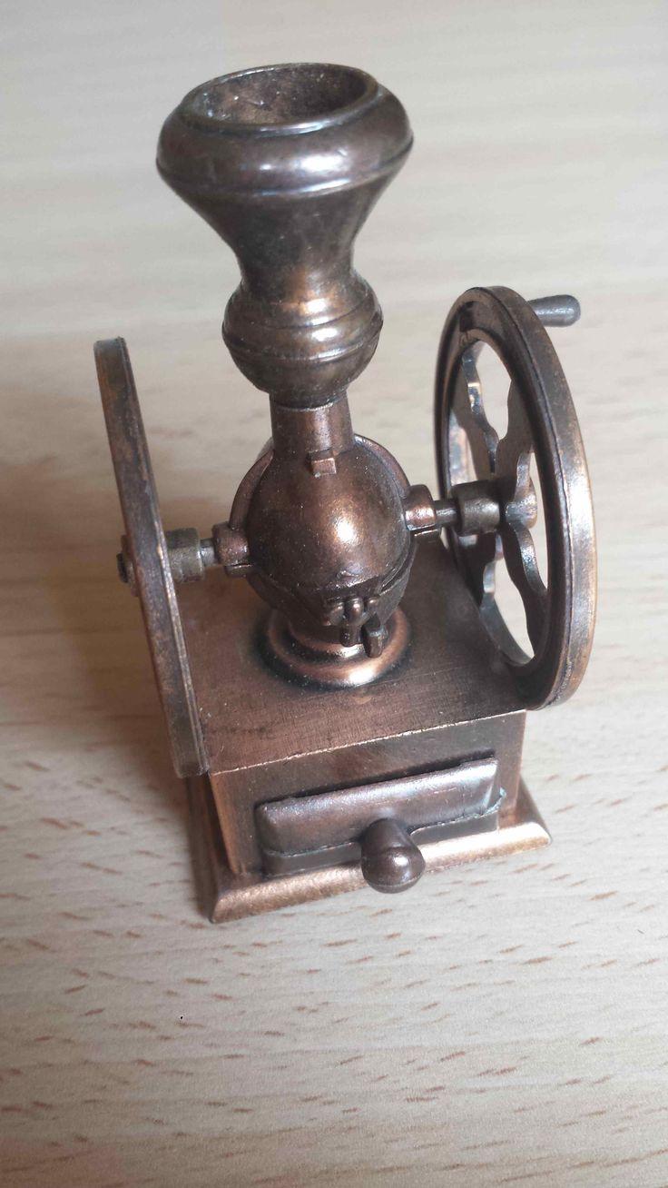 Sacapuntas molinillo de café, Juguetes, antique pencil sharpener. Numero 1014
