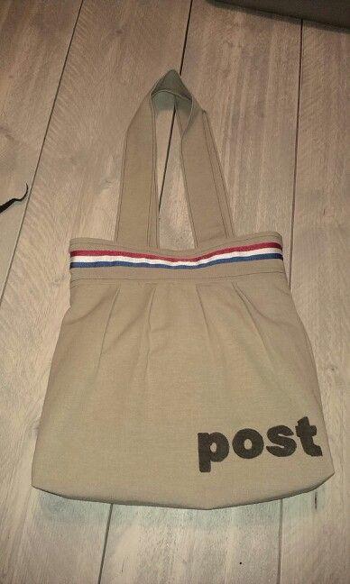 Handgemaakte handtas in postzakkenstof-stijl! Fijne tuto: http://thelongthread.com/?p=10690