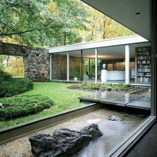 Vista de #Diseño de #exteriores en #vivienda con #jardin interior integrado a…