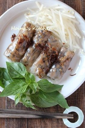 ぷにっと美味しい♪ベトナム風蒸し春巻き ぷにっと美味しい♪ベトナム風蒸し春巻き オイスターソースとごま油で味つけした具をライスペーパーで巻いて蒸します。ぷにぷに不思議食感はおかずにもおつまみにも♪ Hoink Hoink 買い物リストに追加 材料 (2~3人分) ライスペーパー10枚 挽き肉(豚でも鶏でもお好みで)80g 乾しいたけ2枚 オイスターソース 大さじ1/2 ごま油(炒め用) 少々 フライドオニオン適量 ■ *つけだれ*(お好みで) しょうゆ大さじ1 砂糖大さじ1/2 酢小さじ1/2 ごま油 又はラー油ひとたらし