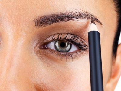 Für die Ausdruckskraft eines Gesichtes spielen schön geformte #Augenbrauen eine wichtige Rolle. Aber was ist zu tun, um die richtige Form zu finden und helle Brauen vorteilhaft zu betonen?