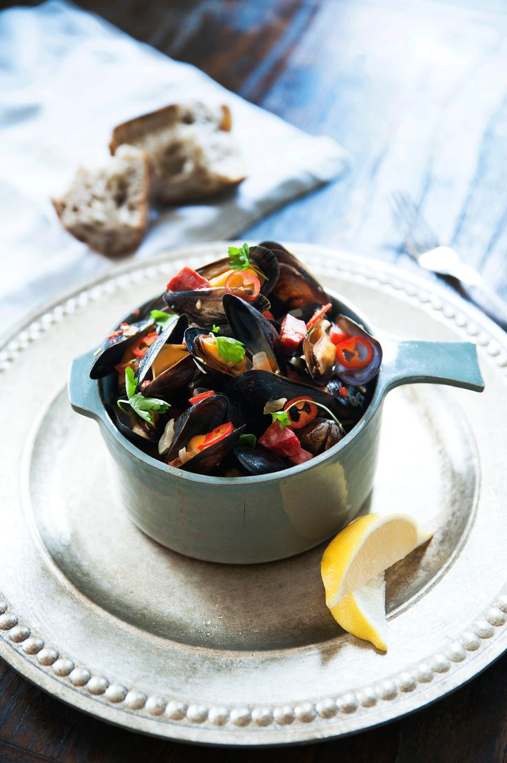 Fresh mussels cooked in a spicy tomato sauce with Spanish chorizo, and chillies is the perfect laid back meals for a cozy Friday night! Recipe By Emmanuella Sjögren