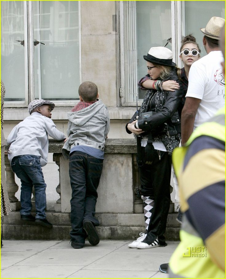Lourdes Madonna Daughter Legs | Madonna & Lourdes: Mismatching Pant Legs! | madonna lourdes ...