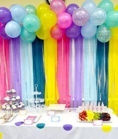 decorar pared con globos y papel crepe para cumpleaos parece una idea muy clsica y tradicional