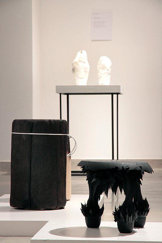 Gravity Stool (Jolan van der Wiel), Spalone Pniaki (Malafor), w tle Snow Vase (Maxim Velcovsky) fot. Olga Grabiwoda