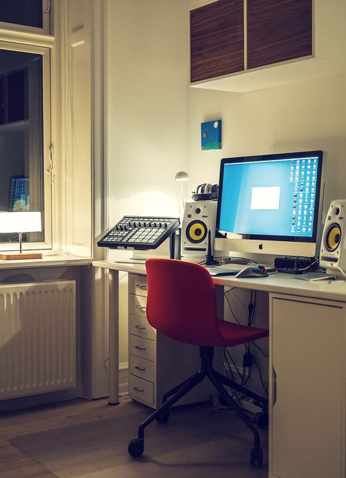 Minimal Desk - Great Audio Workstation with iMac