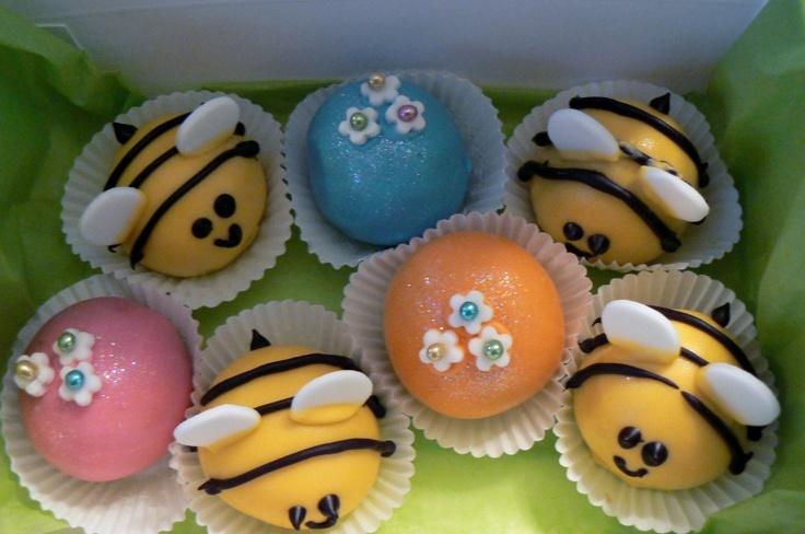 Bee cake balls