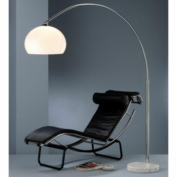 lampadaire Fly avec une chaise longue