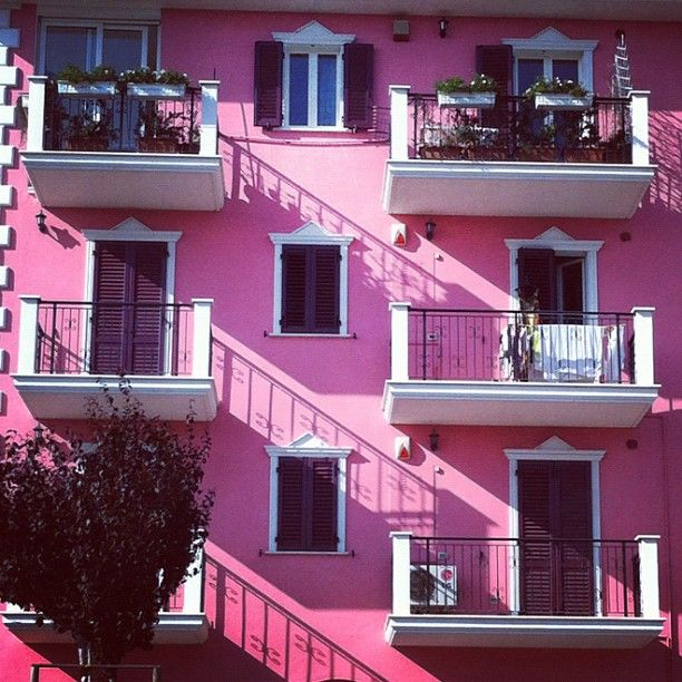 Civitanova Marche... casa rosa... in centro... credo di esserci anche passata vicino... ottobre 2014...