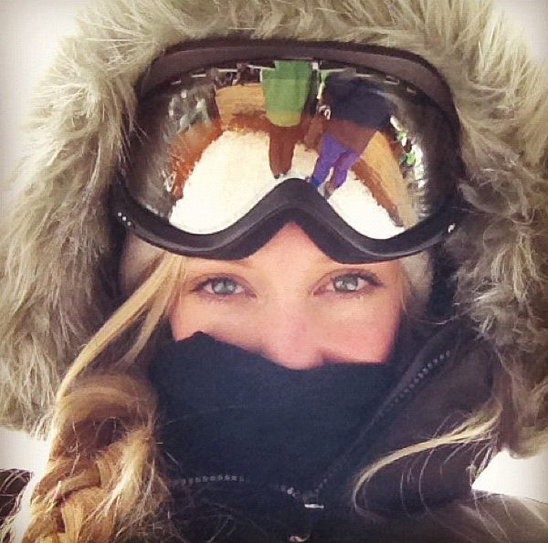 Cute skiing outfit. Plus i want a picture like this :)