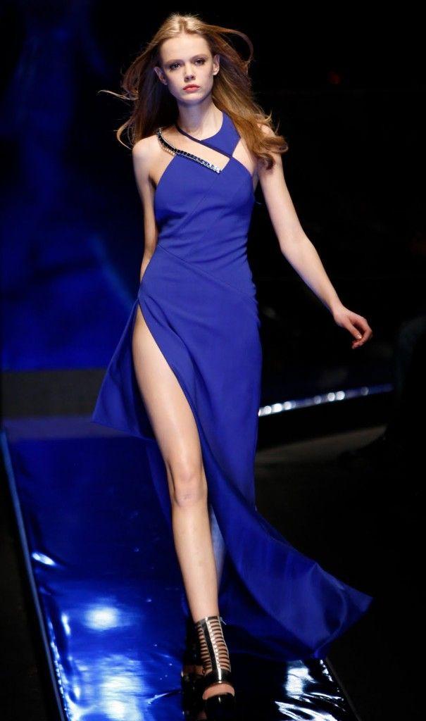 Derin Yırtmaçlı Mavi Elbise Modelleri