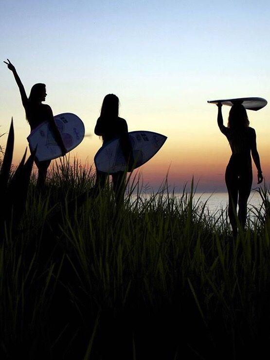 Surf girls. #surf #surflife #ocean #happyplace #waterwomen | friends de 2019 | Surf, Meninos surfistas e Fotos tumblr na praia