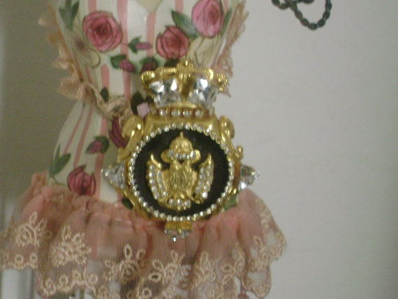 Eduardian / Regency golden tome brooch from 50s/ Rare by Lionsoul, €32.00