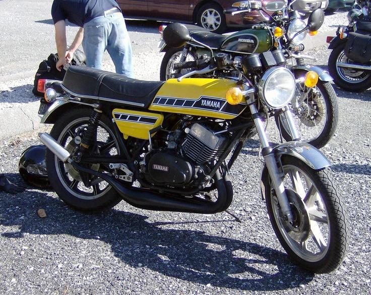 76 RD400 too cool!! Rock on Yamaha!!!