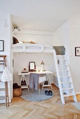 ¿Poco espacio? Porque no pones la cama arriba y aprovechas mucho mejor los metros cuadrados.